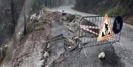 Alanya'da yollar sağanak yağışa dayanamadı!