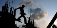 Alanya'da çatıdan düşen işçi ölümden döndü!