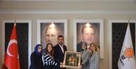 MHP'li kadınlardan Toklu'ya hediye