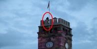 Yaşlı adam intihar için saat kulesine çıktı!