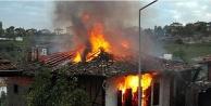 Alanya'da yangın paniği! Tek katlı ev kullanılamaz hale geldi
