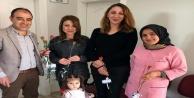 Muhtar adayı Karakuş'tan kadın öğretmenlere karanfil