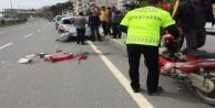 Alanya'da park halindeki araca çarpan kadın motosikletli yaralandı