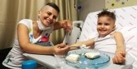 Lösemi hastası Minik Öykü için annesi umut olacak