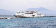 Alanya'da yılın ilk gemisi mehter takımı ile karşılandı