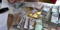 Polisin elini attığı yerden altın, para ve silah çıktı