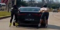 Antalya'da gençlerin trafikte patenli yolculuğu