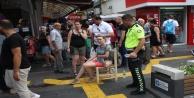 Motosiklet yaya geçidinde turiste çarptı