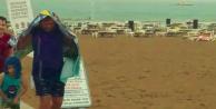 Alanya'da şiddetli yağmura plajda yakalandılar