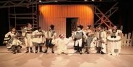 Alanya Belediyesi Tiyatro Scapin'in dolaplarıyla sezonu açtı