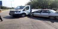 Alanya'da kamyonetle otomobil çarpıştı: 2 yaralı