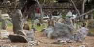 Alanya'da sahipsiz taş mezarlar gizemi koruyor