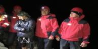 Dağda mahsur kalan kadını jandarma kurtardı