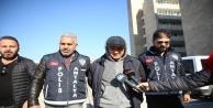 Polis, 'Vali, belediye başkanı gelsin' diyen Özbek silahlı eylemciye 'Türkiye'de kanunlar böyle çalışmaz' deyince planı suya düştü