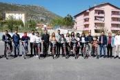 ALKÜ öğrencilere bisiklet dağıttı