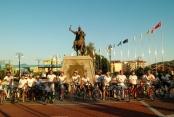 Alanya'daki fuara bisikletli tanıtım