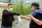 Başkan Yücel vatandaşların kandilini kutlayıp maske dağıttı