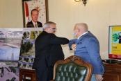 Vali Karaloğlu ve Başkan Şahin'den dirsek temaslı selam