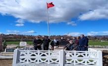 Jandarma, şehit öğretmen Kaynar'ın 24 yıllık mezarını yeniledi
