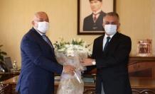 Başkan Şahin'den valiye çiçekli teşekkür ziyareti
