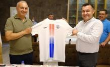 Başkan Yücel, Kestelspor'un yeni yönetimiyle buluştu