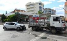 Otomobil, tüp kamyonuna çarptı: 1 yaralı
