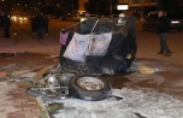 Motosikletine çarptıkları çöp toplayıcı genci...