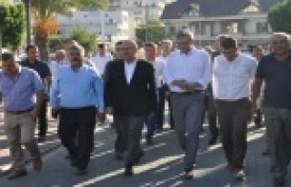 Bayram namazını Gazipaşa'da kıldı