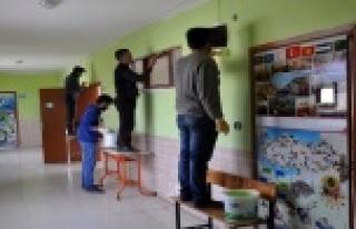 FETÖ'den alınan okulu imamlar boyadı