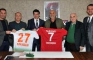 Hokey Federasyonu'ndan Çavuşoğlu'na ziyaret
