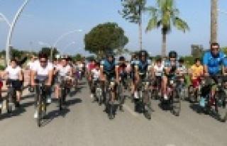 200 öğrenci bisikletle okula geldi