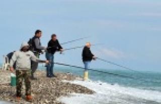 Amatör balıkçılar afeti fırsata çevirdi