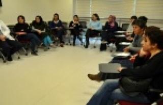 ALKÜ EAH personeli işaret dili eğitiminde