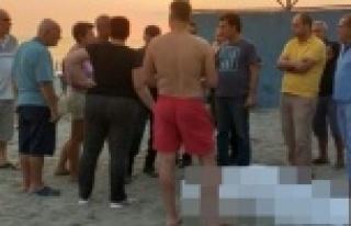 Alanya'da plajda voleybol oynarken kalp krizi geçirdi