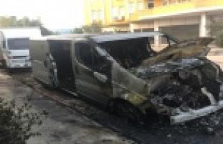 Kundakçı minibüse benzin döküp yaktı