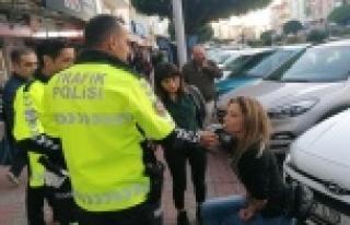 Hollandalı kadın turist trafik polislerine zor anlar...