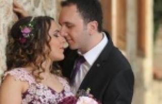 Yeni evli çiftin geçirdiği kazada ağır yaralanan...