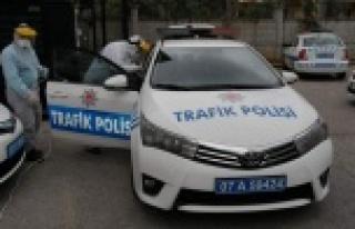 Alanya'da polis araçları dezenfekte edildi