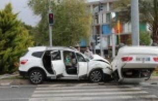 Göreve giden polisler kaza yaptı: 3 yaralı var