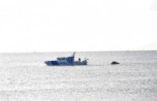 Balıkçı teknesi battı, 3 kişi balıkçılar tarafından...