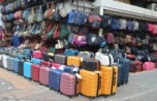Turizm hareketliliği durunca çanta ve valizler ellerinde...