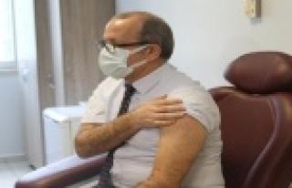 Antalya'da korona virüs aşısının ilk dozu İl...