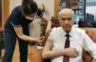 MHP Genel Başkanı Bahçeli, koronavirüs aşısı...