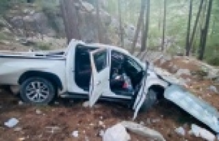 Alanya'da kamyonet uçurumdan yuvarlandı: 5...