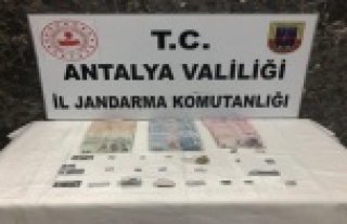 Alanya'da Jandarmadan uyuşturucu baskını:...