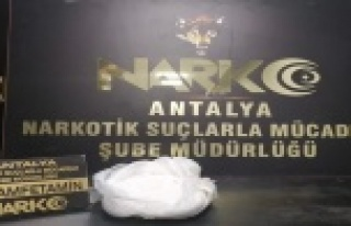 Antalya'ya otobüsle 1 kilo metamfetamin getiren...