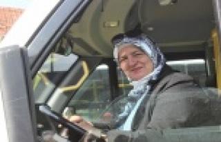 Kadın şoförü gören araçtan inmek istedi, yolculuk...