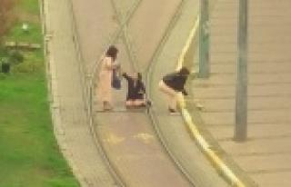 Turistlerin, tramvay yolunda canlarını hiçe saydıkları...