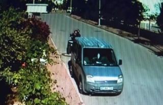 ATV sürücüsü park halindeki araca çarpıp camından...