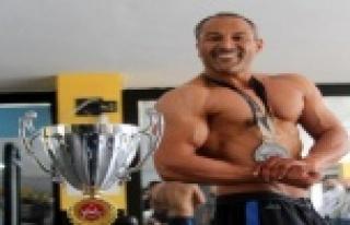 'Dombili' diyenlere inat 59 kilo verip şampiyon...